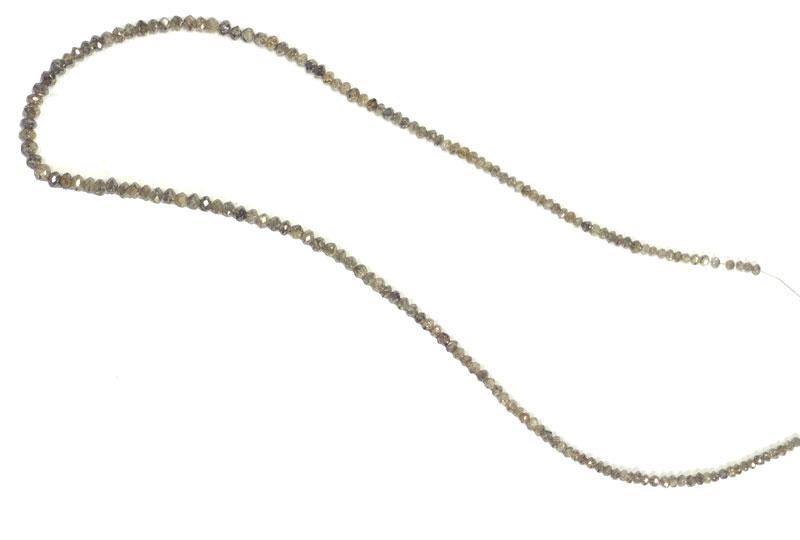 Collier de diamants gris