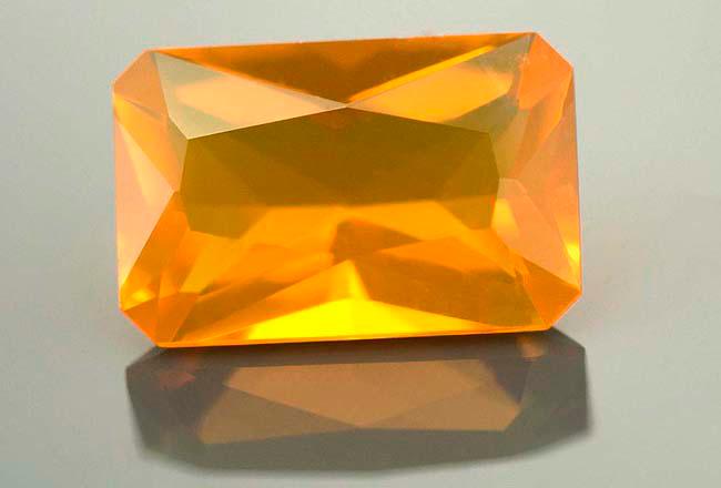 Opale de feu calibrée 0.98ct