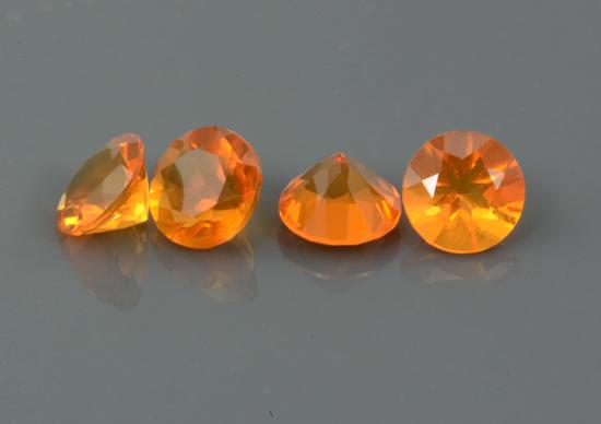 Opale de feu calibrée 0.32ct