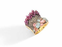 Collection Baobab, Bague avec diamants bruns, Aigues-marine, rubis, tourmalines rose, ©Brumani