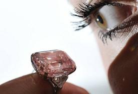 16 novembre 2010 : vente record pour un diamant rose