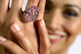 13 septembre 2013: record pour un diamant rose de 59.60ct.