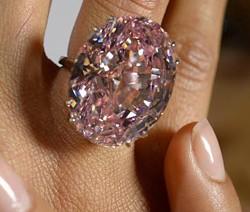 13 novembre 2013: 83 millions de dollars pour le Pink Star, diamant rose de 59.60 carat