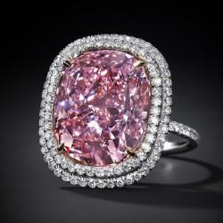 10 novembre 2015: 28.7 millions de dollars pour un diamant rose