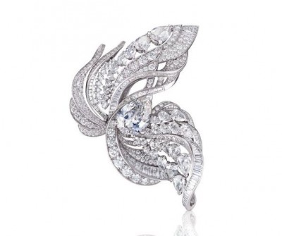 Bague Ascending, collection Imaginary Nature, or blanc, diamants blancs, ©DE BEERS
