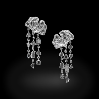 Boucle d'oreille Frosted Gingko, or blanc, diamants blancs, ©CARNET