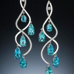 Boucle d'oreille Stilla, Apatite 20.04 ct, 0.90 ct de diamants F-G VS, or banc 14K. ADAM NEELEY