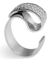 Collection Design, Bague Ruban blanc, or blanc, diamants, ©Thierry Vendome