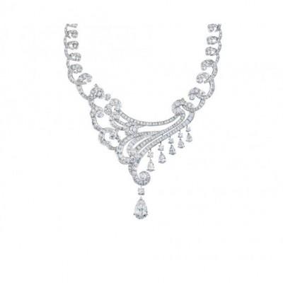Collier Sirocco collection Phenomena, or blanc, diamants blancs, ©DE BEERS