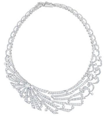 Collier Sunbeam, collection Phenomena, or blanc, diamants blancs, ©DE BEERS