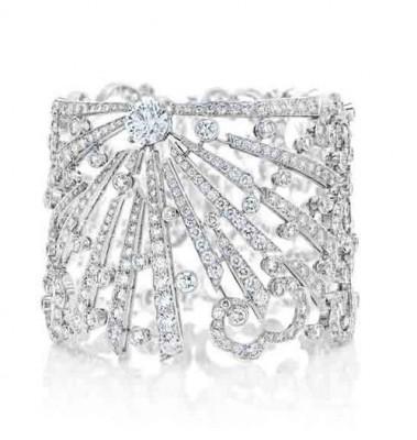 Manchette Sunbeam, collection Phenomena, or blanc, diamants blancs, ©DE BEERS