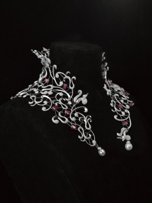 Masperpiece of Medicis Collection, rubis, diamonds, and perls necklace ©Mellerio dits Meller