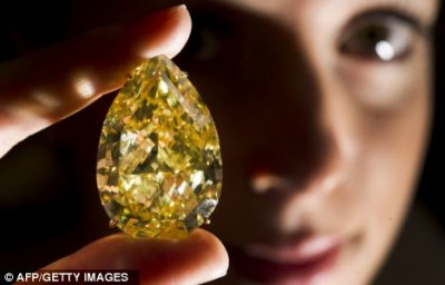 Diamant Jaune 110.3ct - 110.3 ct Yellow Diamond