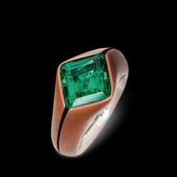 HEMMERLE-emerald-whit gold-copper-ring