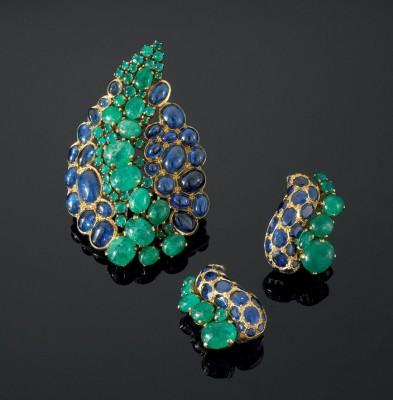 #SUZANNE BELPERRON #clips d'oreilles #Demi-parure #cabochons #Emeraudes #saphirs #broche #Darde et Fils pour Herz-Belperron #Emeralds #Sapphires