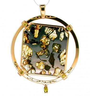 SIKIRDJI Laurent-yellow gold-pendant-Esquel pallasite meteorite-peridots from meteorite