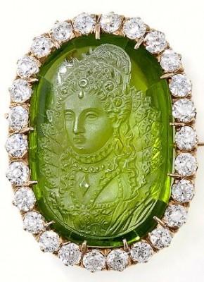 Antique carved péridot cameo and diamonds brooch pendant  19e century