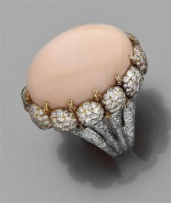 BUCCELLATI-bague-diamants-corail cabochon