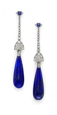 Boucle d'oreille, platine diamants et Lapis Lazuli. Cartier©