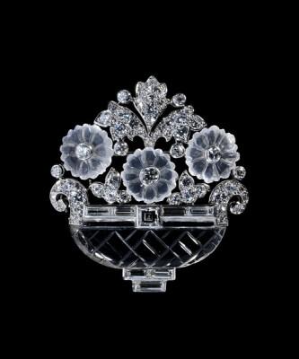 CARTIER-Broche Panier de fleurs-1930-platine-cristal de roche-pierre de lune-diamants