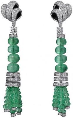 Collection Haute joaillerie, boucle d'oreille en platine , emeraude et diamants, Cartier©