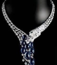 CARTIER-Collection Panthère-collier-platine-saphir-onyx-émeraude-diamants