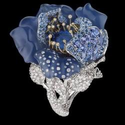 DIOR-Bague-Bal-Bleu-Nuit-Joaillerie- diamants-saphir calcedoine-tanzanites