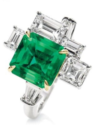 HARRY WINSTON-Bague cinq pierres-diamants-émeraude