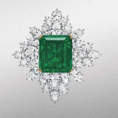 HARRY WINSTON-Broche-diamants-émeraude 42.88 carats
