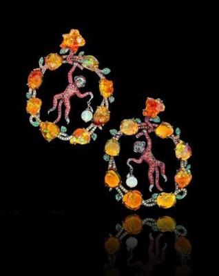 LYDIA DE COURTEILLE-Collection Jardin de Xochimilco-boucles d'oreilles-Or rhodié noir-saphirs-tsavorites-opales de feu