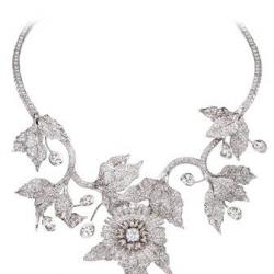 MELLERIO DITS MELLER-Collier Margherita-Collier-or blanc-diamants-Collection Monte Rosa-2011