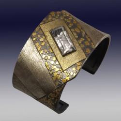 VAATZ Wolgang-Cuff in argentium silver, gold nuggets and 14k gold, argentium silver, natural topaz