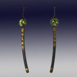 VAATZ Wolgang-Earrings gold nuggets fused on sterling silver, oxidized  peridot