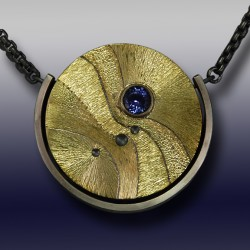 VAATZ Wolgang-Pendant in 18k gold fused on sterling silver, oxidized, tanzanite