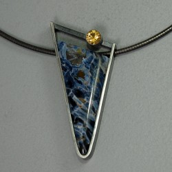 VAATZ Wolgang-Pendant in pietersite, heliodor beryl and partially oxidized sterling silver