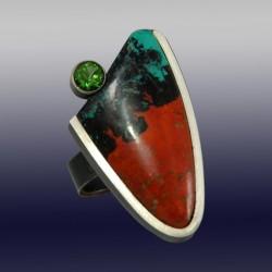 VAATZ Wolgang-Ring in massive cuprite chrysocolla, oxidized sterling silver, peridot