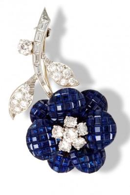 VAN CLEEF & ARPELS-broche-serti invisible-saphirs-diamants