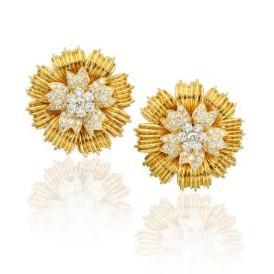 #VAN CLEEF & ARPLES #Diamond #Gold #Earclips Diamant #or #boucles d'oreilles