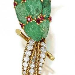 VAN ClEEF & ARPELS-émeraude-rubis-diamant-broche oiseau