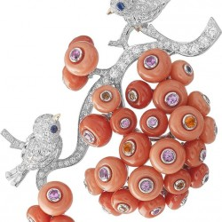 VAN ClEEF & ARPELS-Broche Piou-Piou-diamants-corail-grenats spessartite-saphirs de couleurs