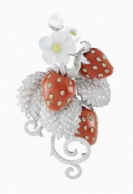 VAN ClEEF & ARPELS-Clip-collection Palais de la chance-or blanc-diamants blancs-diamants jaunes-nacre blanche-corail rouge