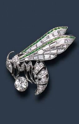 VAN ClEEF & ARPELS-Diamant-grenat démantoide-broche