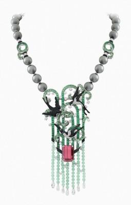 VAN ClEEF & ARPELS-Palais de la chance-or blanc-diamants-émeraudes-tsavorites-onyx-laque noire-perles-chrysoprase-tourmaline rose