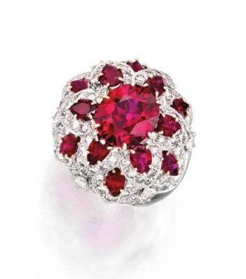 VAN ClEEF & ARPELS-Platinr-rubis-diamants-bague