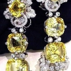 VAN ClEEF & ARPELS-boucles d'oreilles-saphirs jaunes-diamants