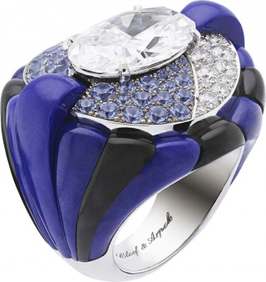 VAN ClEEF & ARPELS- collection Peau d'Âne-Star of the Night-or blanc-lapis lazuli-onyx-diamants-tanzanite-diamant oval