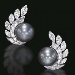 VAN ClEEF & ARPELS-paire de perles naturelles-diamants-clip