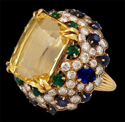 VAN ClEEF & ARPELS-saphir bleu-saphir jaune-diamant-émeraude-bague