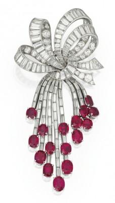 VAN ClEEF & ARPELSplatine-or blanc-rubis-diamants-broche