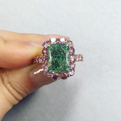Aurora Green 5.03ct diamond